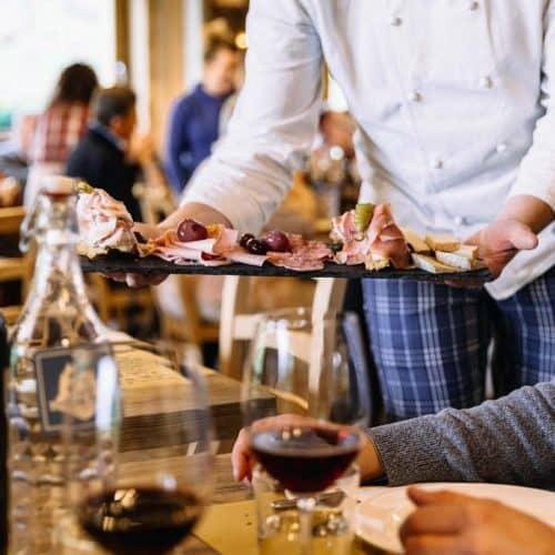 Pranzo e cena al Grotto Carza con menù tipico di montagna